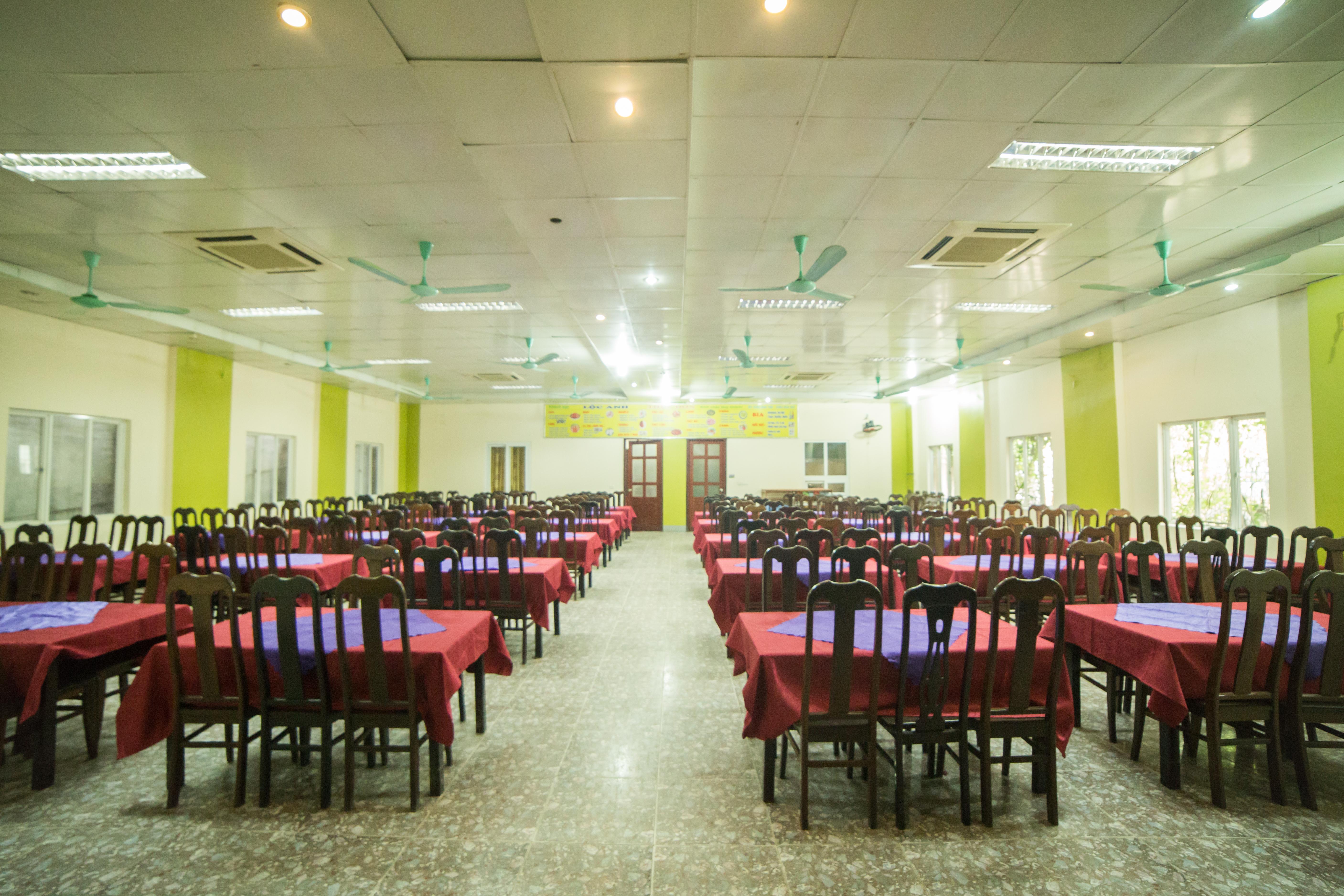 Phòng ăn khách sạn Lộc Anh 2 có 150 chỗ