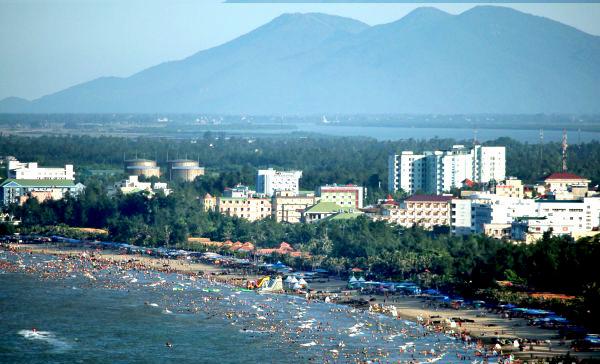 Từ đảo Lan Châu nhìn vào đất liền
