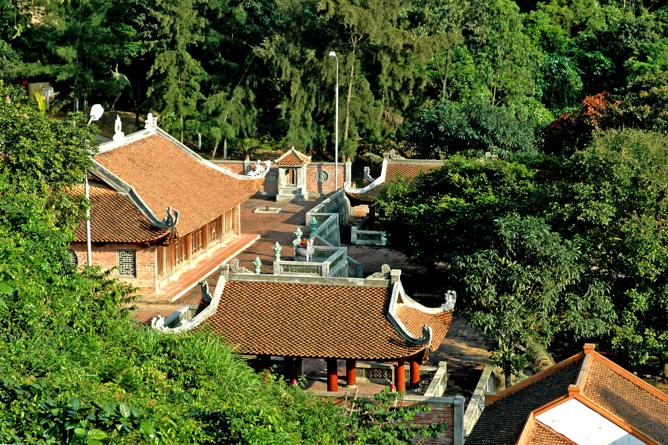 Chùa Song ngư trên đảo Ngư