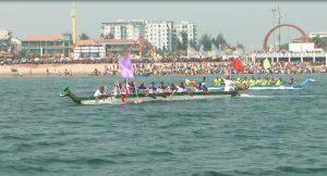 Lễ hội đua thuyền truyền thống Cừa Lò thu hút đông đảo sự quan tâm của người dân địa phương và khách du lịch- Ảnh Thanh Bình