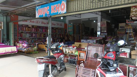 Cửa hàng chị Lê Thị Hà đã được gắn tên số nhà