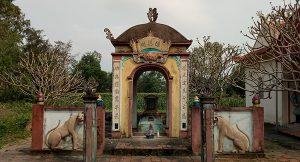 lăng mộ Linh quận công Nguyễn Trọng Đạt