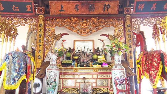 Bàn thờ Thái úy Nguyễn Sư Hồi