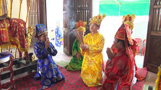 BQL Đền Vạn Lộc làm lễ dâng hương