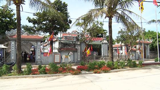 Toàn canh đền Vạn Lộc