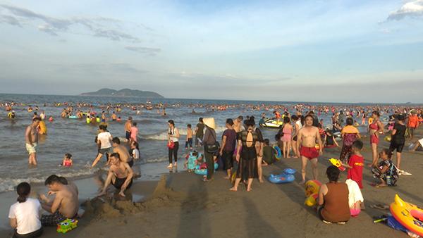 Tắm biển 1