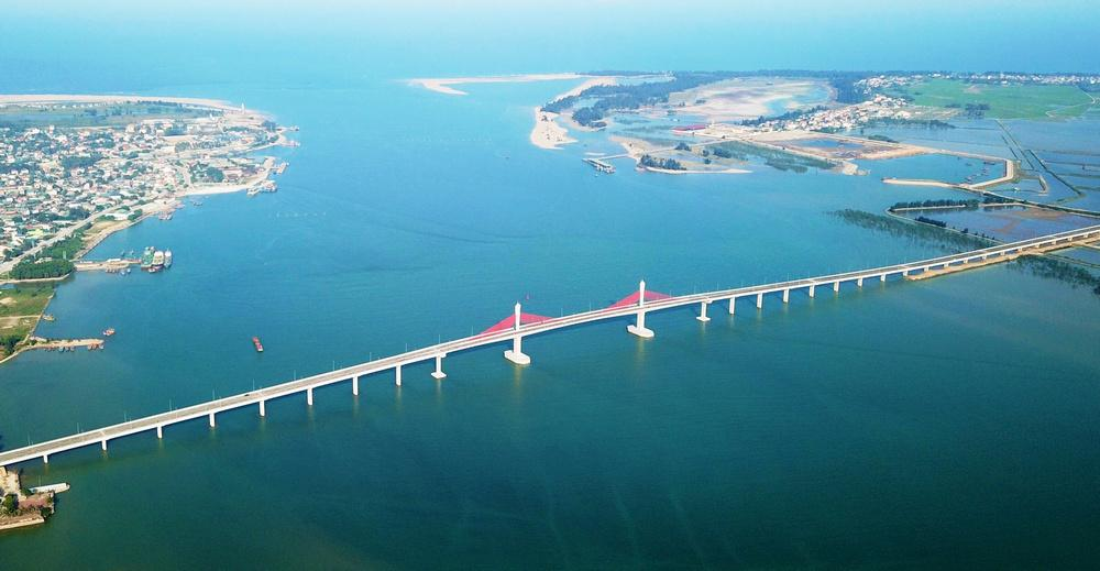 Cầu Cửa Hội nối 2 bờ sông Lam. Ảnh: internet
